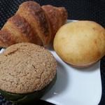 Boulangerie ONO - クロワッサン 160円、抹茶シャポー 250円、クリームパン 200円