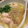 鶏の穴 - 料理写真:白鶏らーめん、味玉付き