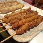 博多とりかわ大臣 - 串にぐるぐる巻きつけられた鶏皮が人気のお店です。 県外の友人がケンミンショーの影響で、「どうしても食べたい!」とのことで寄ってみました。
