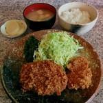 64352748 - チーズ入りめんちかつとひれかつ定食(870円)