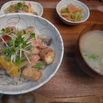 野菜とつぶつぶ アプサラカフェ - 厚揚げと野菜のガドガド丼