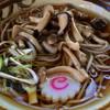 はなゆう - 料理写真:きのこそば@500円   アゴ出汁だそうです!美味いです!でもキノコはちと割高かな。。。