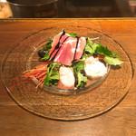 キャトルラパン 神戸三宮 - 料理写真:前菜(生ハム、炙りハマチ、赤エビ、ムール貝、テリーヌ、ベビーリーフなどなど) 圧巻のボリューム♪