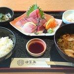 日菜魚 - 日菜魚 @茅場町 築地市場のお刺身定食 税込900円 豚汁を選んでご飯は少な目で