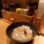 焼きあご塩らー麺 たかはし - ライス、スープ、卓上調味料を使用したお茶漬け