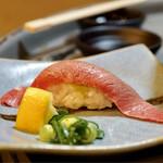 立喰☆焼肉 瑞園 - 名物大トロ寿し 1カン 438円