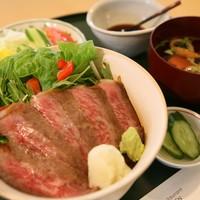 レストラン源 - 特選前沢牛のステーキどんぶり\3,800