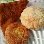 パークス - ハムチーズドーナツ、メロンパン、カレーパン