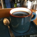 カフェ・ハル - ネルドリップで、丁寧に淹れてくださるコーヒー、今日はダークブルーのシックなカップでいただきました(2017.3.25)