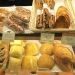 メゾンカイザー - チーズとよく合うパン多数