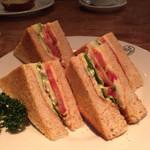 ボンポアンカルダン - 野菜サンド マッシュポテト入りでした。 パンはホワイトブレッドまたはライ麦パンが選べます。