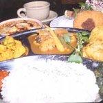ビスターレ・カナ - うちの看板メニュー(ネパールカレーとポテトセット)