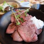 エスタジ グリル&ビア - ローストビーフ丼(ローストビーフランチ)