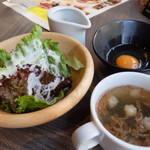 エスタジ グリル&ビア - サラダとスープ(ローストビーフランチ)