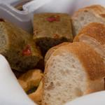 アンティキサポーリ - 焦がし小麦のフォカッチャ プーリア風