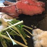 64480877 - 牛もも肉のローストビーフ