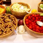 ラ・ティーダ - モーニングブッフェのサラダコーナー。こちら以外にもフレッシュな野菜は並んでいますが、そこまで種類は多くないかも?