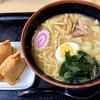 名代 富士そば - 料理写真:煮干しラーメン450円+お稲荷さん140円
