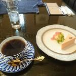 ビヴェーレ - 季節の珈琲とチーズケーキ