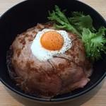 丼ぶり屋台 - ローストビーフ丼 980円+税