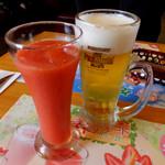炭焼きレストランさわやか - いちごジュース496円、プレミアムモルツ生中ジョッキ518円