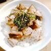 中村麺三郎商店 - 料理写真:チャーシューネギダレご飯 300円 角切りの端っこ?チャーシューがゴロゴロ。炙った香ばしさ。刻み海苔と葱搭載。