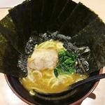 横綱家 - ラーメン700円麺硬め海苔増し100円。