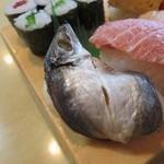 茂八寿司 - アジの姿握り