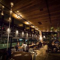 ステーションカフェ バーゼル - 夜はちょっと落ち着いたオトナの空間。