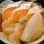 海鮮市場 長崎港 - よりどり選べる3点盛りお好み丼