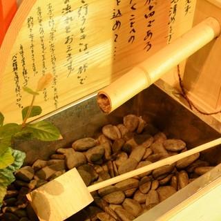 ★手水舎を店内に完備-。リラックスして日本酒と向き合う