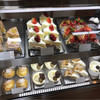salut - 料理写真:ショーケースのケーキ。