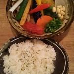 64570656 - チキンと1日分の野菜20品目(パリパリ)