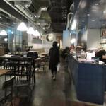 グロリアスチェーンカフェ - イタリアのライフスタイルブランド「DIESEL」が手がける店内はリーズナブルな値段で提供される肉料理やビールを求めて若い方々で賑わってました。