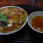 川平飯店 - 五目中華飯・700円