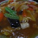 川平飯店 - 皿から溢れんばかりのボリュームです。