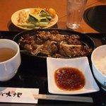 炭火焼肉 まんぷく大地 - ヤング牛カルビ定食