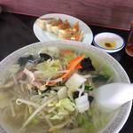 神田餃子屋 - 料理写真:タンメンと餃子をいただきました。