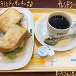 ドトールコーヒーショップ - 朝ご飯に朝カフェ・セット Bセット(390円)☆彡 ビーフパストラミとチェダーチーズ、 ブレンドコーヒー♪