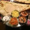 インドアジアンレストラン バー ヒマラヤ - 料理写真:170318 2カレーセット1300円+100円ガーリックナン チキンティッカマサラ マトンララマサラ
