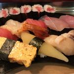 寿司芳 - すし 並 1100円。