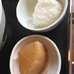 64648131 - 大根煮物と一口大のご飯