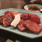 甲子園 牛萬 離れ - 本日のお肉4種盛り