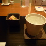 函館うに むらかみ - お通しとお酒(焼酎)
