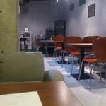 Apsara Restaurant & Bar - ・地下のテーブル席、内装