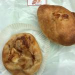 パン工房めっけ - 料理写真:清川恵水ポークのオニオンポーク(左)とカレーパン(右)