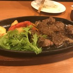 ステーキ&ビア ビストロ・パプリカ - サイコロステーキはオニオンソースでした。