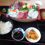 みっちゃんの魚や食堂 - 船盛り定食千円