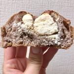 ベーカリーハース - ノアカレンツクリームチーズ 240円(税込)