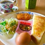 花ふぇおれ - ブレンドコーヒー¥420 (エビマヨトースト)
